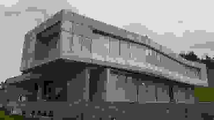 BRASSEA MANCILLA ARQUITECTOS Brassea Mancilla Arquitectos, Santiago Casas unifamiliares Concreto reforzado Gris