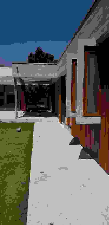 Fachada exterior de Constructora CYB Spa Moderno