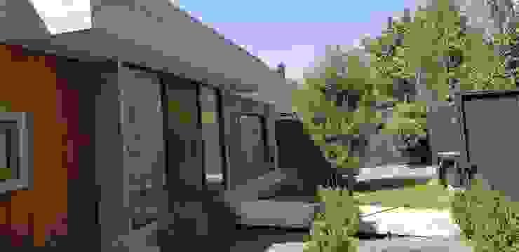 Ante jardin de Constructora CYB Spa Moderno