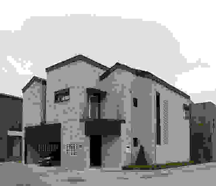 판교동 뾰족집 by 서우건축사사무소 모던 벽돌