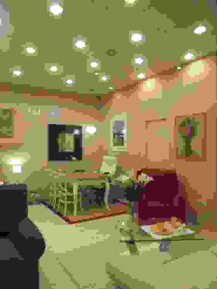 Classic style dining room by Almudena Madrid Interiorismo, diseño y decoración de interiores Classic