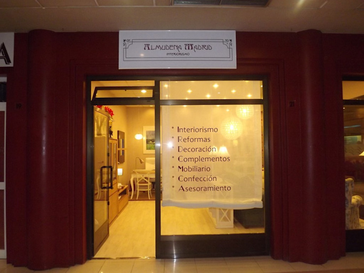 Tienda decoración e interiorismo en Madrid Casas de estilo clásico de Almudena Madrid Interiorismo, diseño y decoración de interiores Clásico