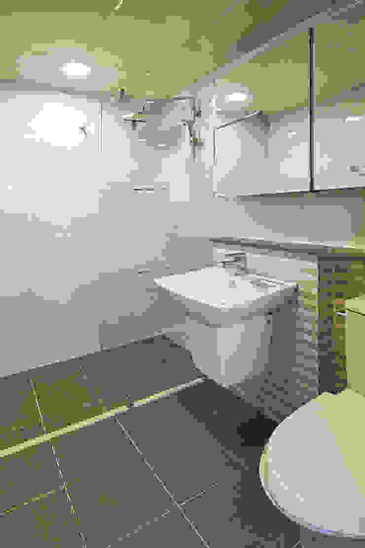 CASA COMODO 모던스타일 욕실 by 이우 건축사사무소 모던