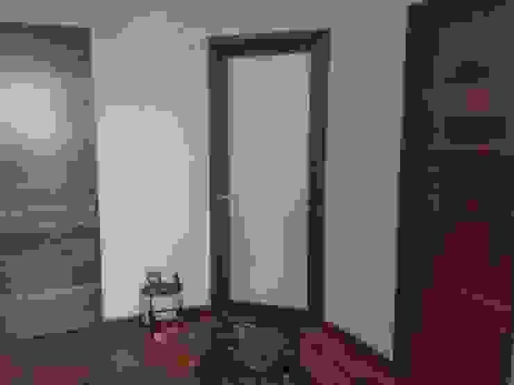 Salle de bain minimaliste par Solución en Carpinteria Minimaliste Bois Effet bois