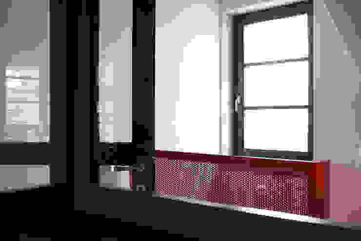 Cavalletto Penthouse VANDA Finestre & Porte in stile moderno