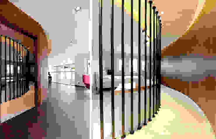 Modern Media Room by 더존하우징 Modern