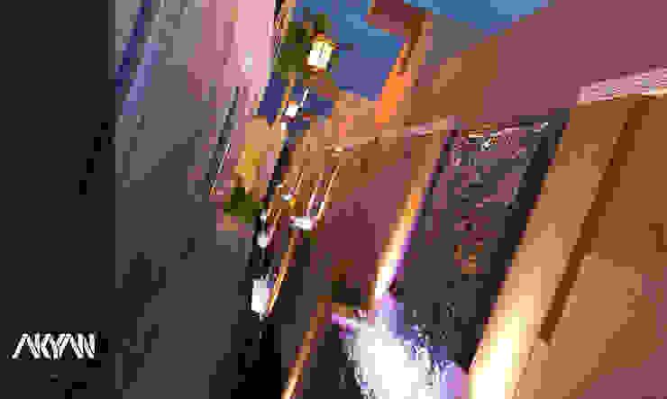 Pasillos, vestíbulos y escaleras de estilo ecléctico de AKYAN Ecléctico Piedra