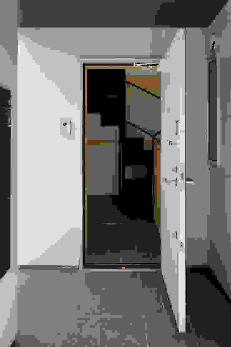 設計事務所アーキプレイス Modern Corridor, Hallway and Staircase