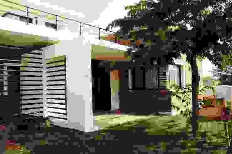 THE KULKARNI HOUSE:  Single family home by de square