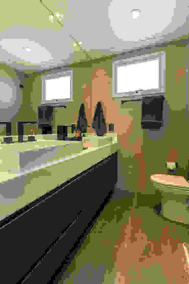 Salle de bain moderne par LAM Arquitetura | Interiores Moderne