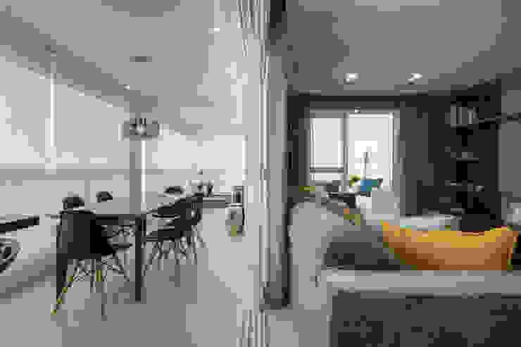 Moderner Balkon, Veranda & Terrasse von LAM Arquitetura | Interiores Modern