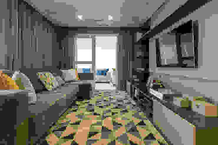 Ruang Keluarga Modern Oleh LAM Arquitetura | Interiores Modern