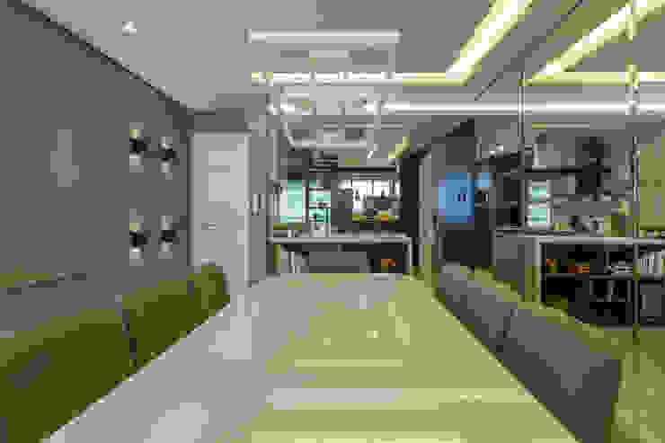 Ruang Makan Modern Oleh LAM Arquitetura | Interiores Modern