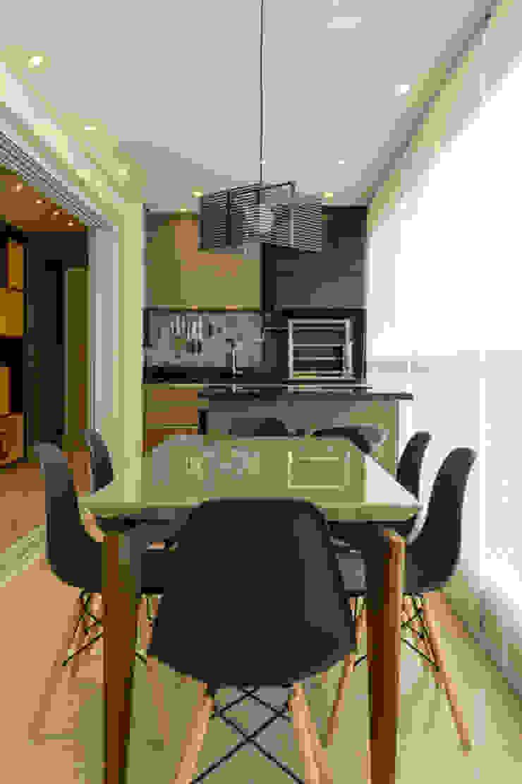 Salle à manger moderne par LAM Arquitetura | Interiores Moderne