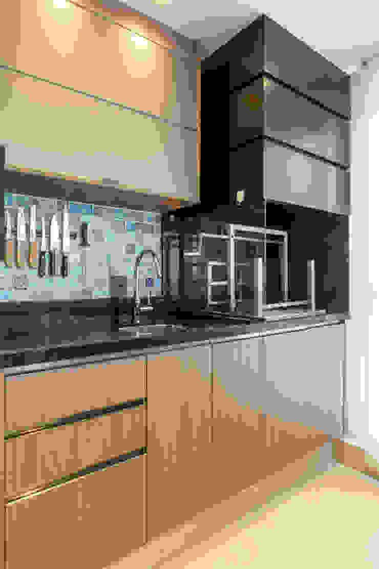Balkon, Beranda & Teras Modern Oleh LAM Arquitetura | Interiores Modern