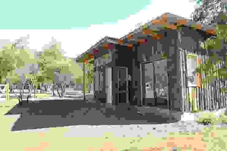 Fachada Casa Bosque de L2 Arquitectura Rústico Madera Acabado en madera