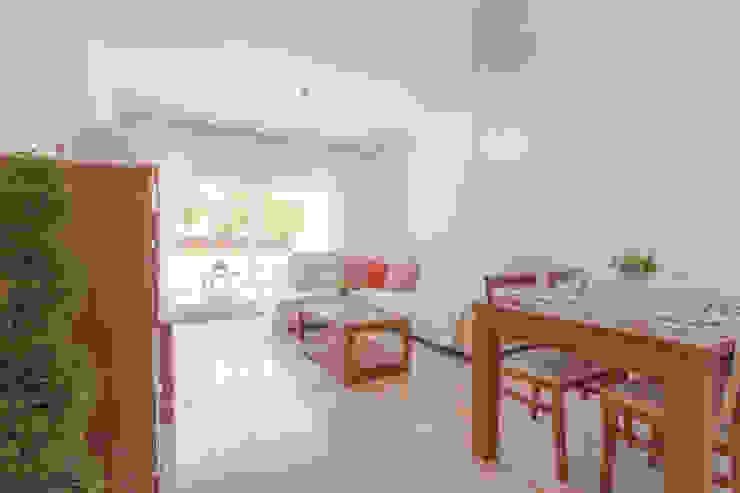 Home Staging en Residencial Privado Realzo Salones de estilo mediterráneo