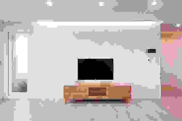 과천 래미안 슈르 (1) APT 인테리어 리모델링 (33py) 모던스타일 거실 by 바나나웍스 모던