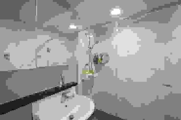 과천 래미안 슈르 (1) APT 인테리어 리모델링 (33py) 모던스타일 욕실 by 바나나웍스 모던