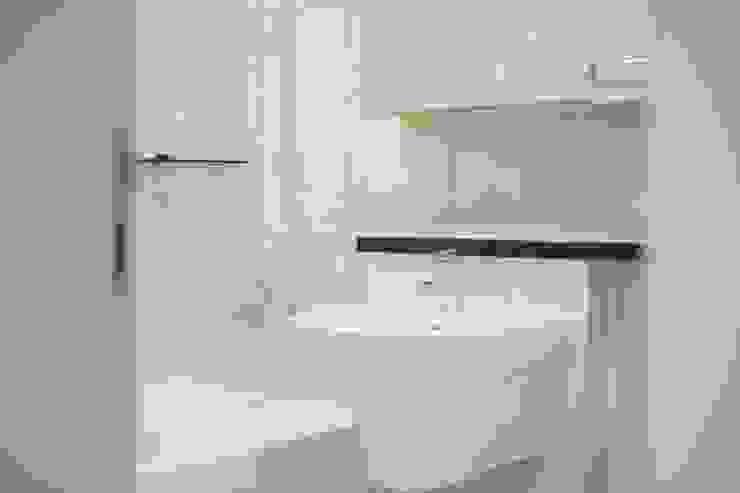 과천 래미안 슈르 (2) APT 인테리어 리모델링 (33py) 스칸디나비아 욕실 by 바나나웍스 북유럽