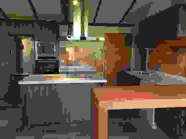 Cocina de Latitud Sur Moderno Madera Acabado en madera