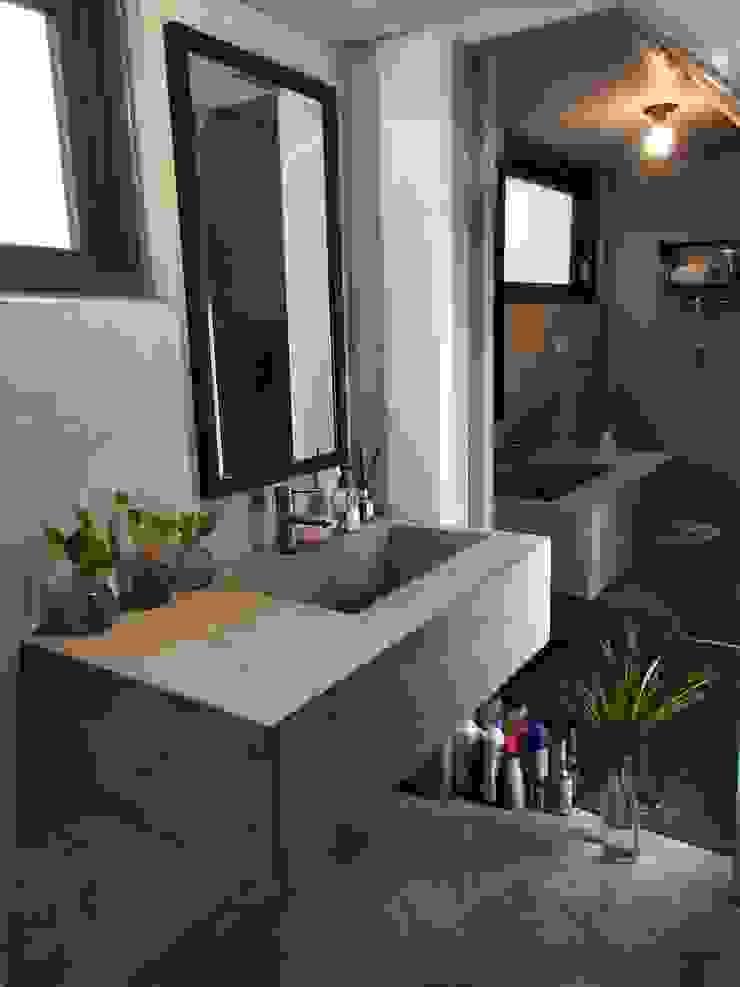 Industrial style bathroom by 喬克諾空間設計 Industrial