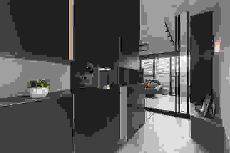 Scandinavian style corridor, hallway& stairs by Moooi Design 驀翊設計 Scandinavian