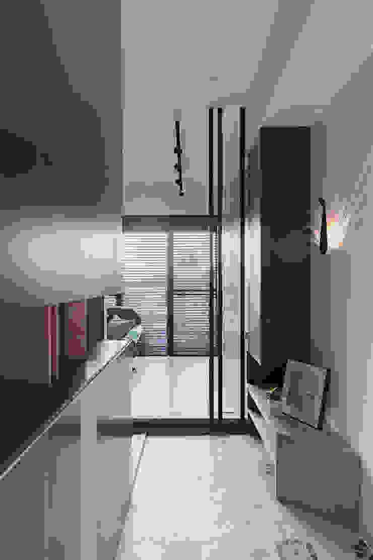 沉靜北歐宅 斯堪的納維亞風格的走廊,走廊和樓梯 根據 Moooi Design 驀翊設計 北歐風