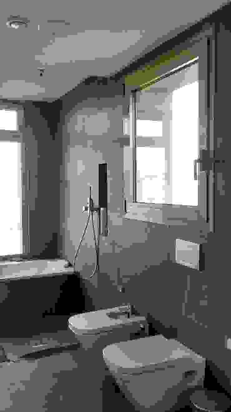 Estudio1403, COOP.V. Arquitectos en Valencia 現代浴室設計點子、靈感&圖片