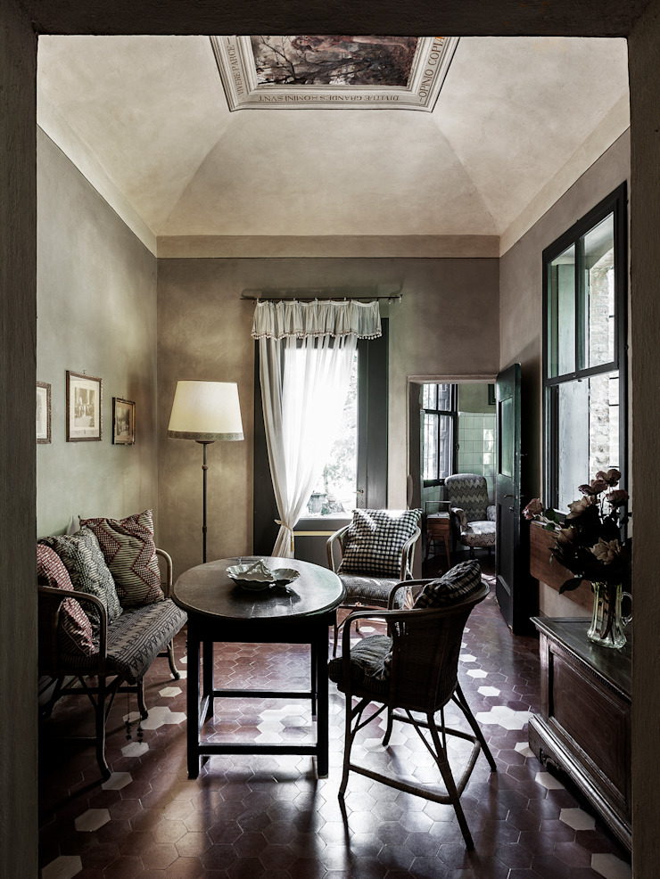 Classic style dining room by elena romani PHOTOGRAPHY Classic