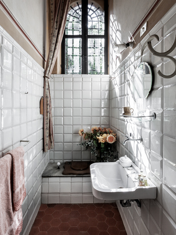 Classic style bathroom by elena romani PHOTOGRAPHY Classic