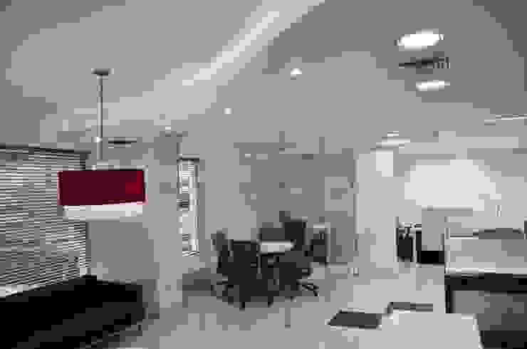 Oficinas AON Risk Services en Cali Estudios y despachos de estilo moderno de Parámetro Arquitectura & Ingeniería Moderno