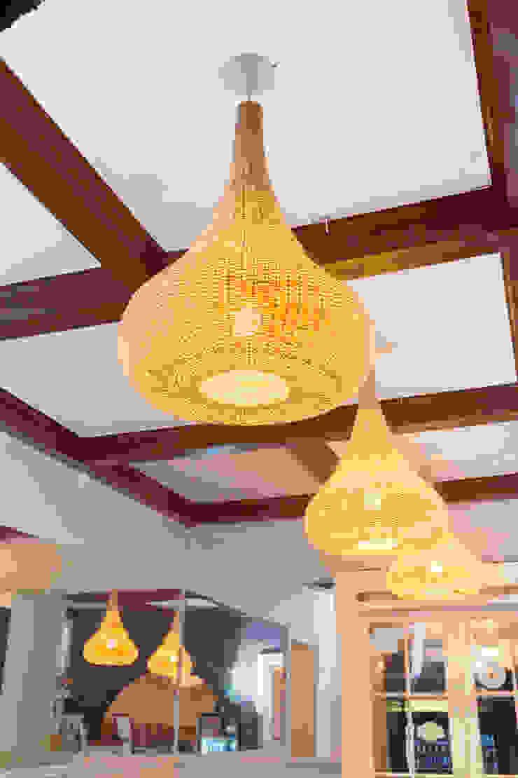 Lámpara Aladino colgante en restaurante de ELMIMBRE Spa - Diseño, Fabricación y Comercialización de productos en Mimbre - Región Metropolitana - Chile Rústico Ratán/Mimbre Turquesa