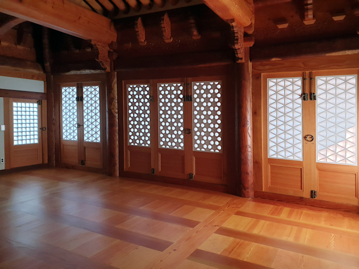 합천 이씨 종가 복원 신축공사 - 사당채 내부 아시아스타일 거실 by 성종합건축사사무소 한옥
