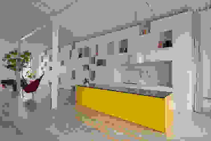 Minimalist kitchen by Franz&Sue Minimalist Wood Wood effect