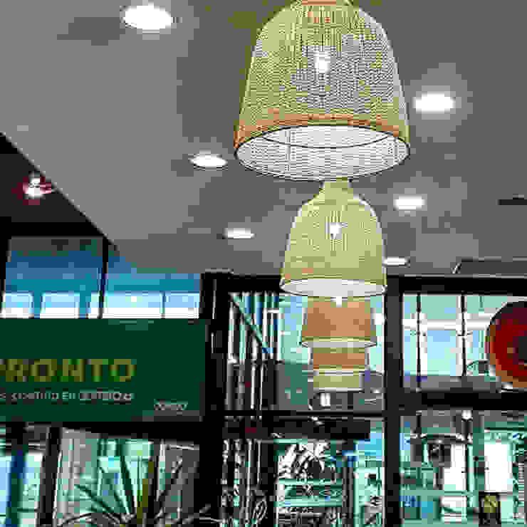 Lámpara danesa instalada Los Dominicos de ELMIMBRE Spa - Diseño, Fabricación y Comercialización de productos en Mimbre - Región Metropolitana - Chile Moderno Ratán/Mimbre Turquesa