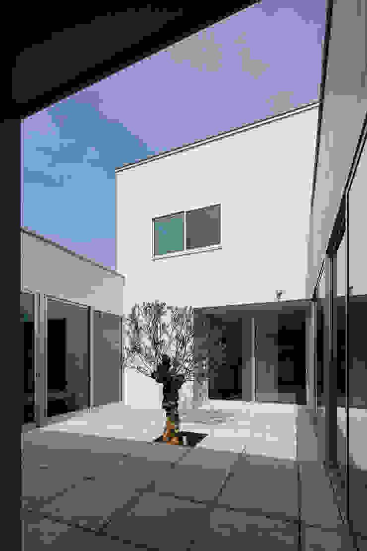 Jardins minimalistas por 設計事務所アーキプレイス Minimalista Concreto