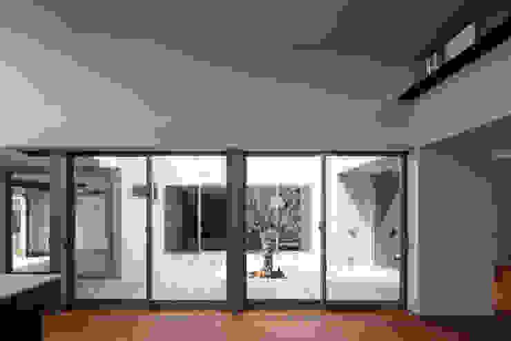 Portas e janelas minimalistas por 設計事務所アーキプレイス Minimalista
