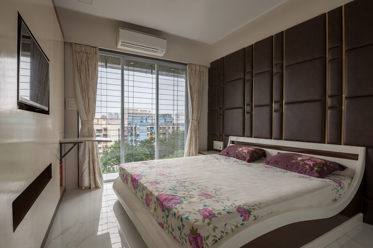The Space for study table in the unit.:  Bedroom by Sagar Shah Architects,
