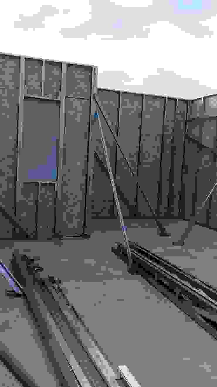 Modern walls & floors by Constructora CYB Spa Modern