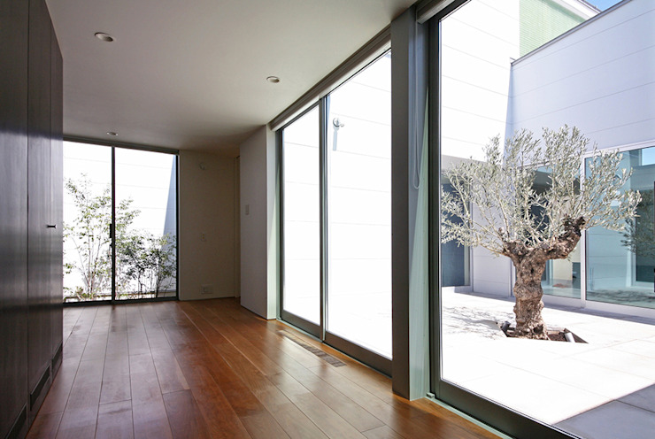 Quartos minimalistas por 設計事務所アーキプレイス Minimalista
