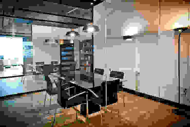 Mediterranean style office buildings by SENZA ESPACIOS Mediterranean Glass