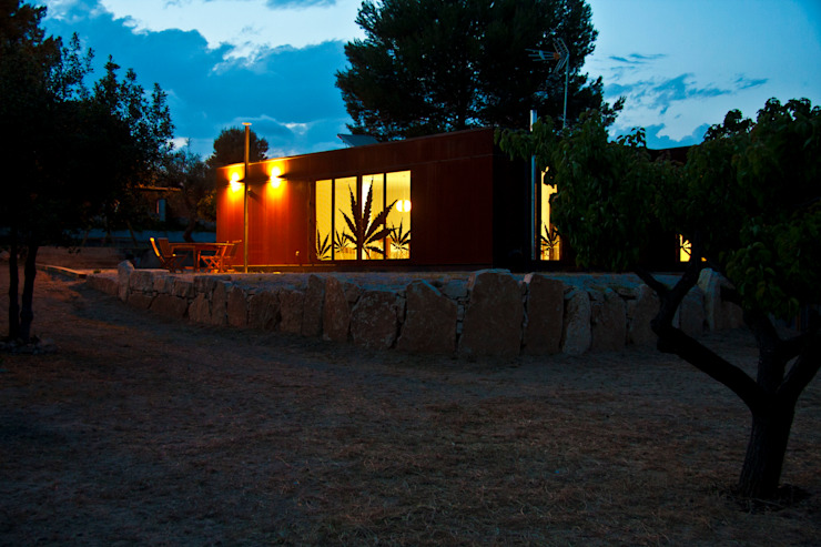 Fachada nocturna INFINISKI Casas ecológicas
