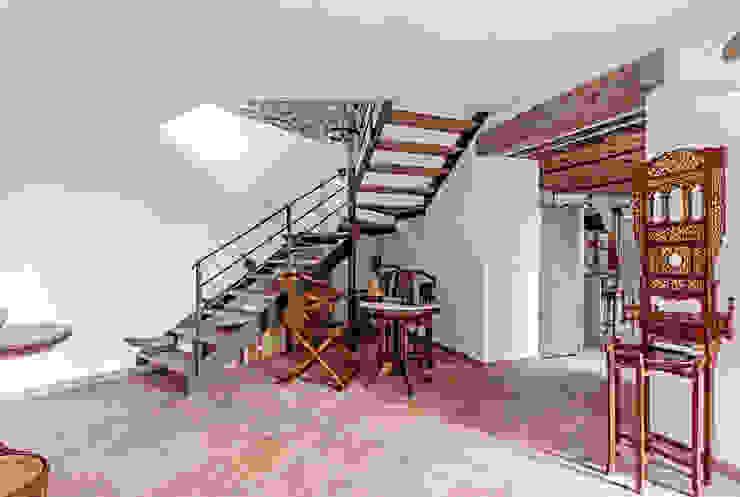 Vivere lo Stile Pasillos, halls y escaleras rústicos