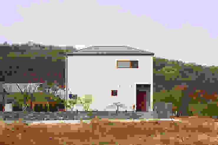 Modern houses by 이우 건축사사무소 Modern