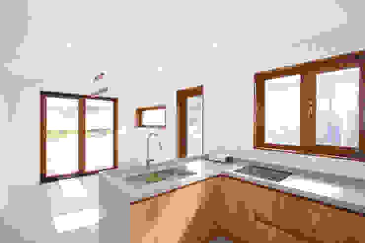 Modern style kitchen by 이우 건축사사무소 Modern