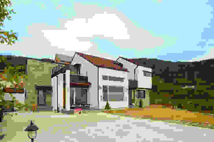 이우 건축사사무소 Modern houses