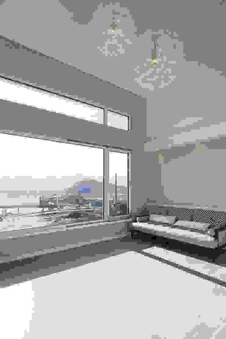 이우 건축사사무소 Modern living room