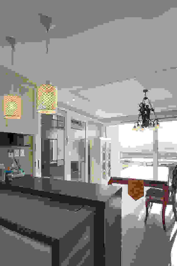 이우 건축사사무소 Modern kitchen