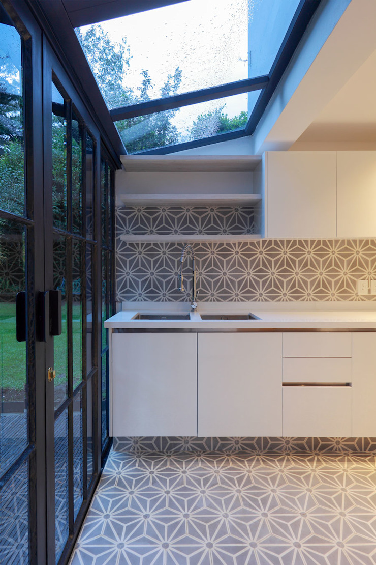 Modern style kitchen by BACE arquitectos Modern